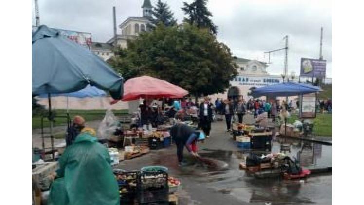 Привокзальна площа – не місце для торгівлі