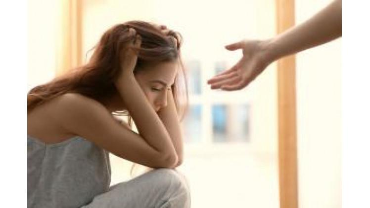 Україну охопила хвиля загадкових самогубств: підлітки труяться пігулками і вистрибують із вікон